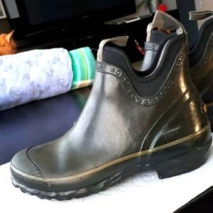Bogs ankle boots black